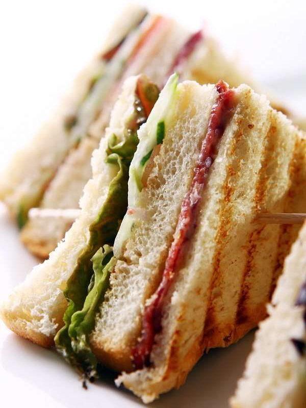 club-sandwich-with-meat-green-600px.jpg